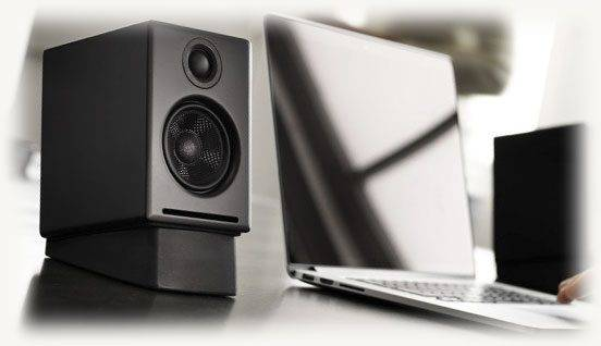 audio-kolonka-ryadom-s-noutbukom-552x318.jpg