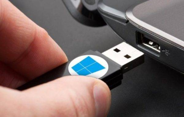 Podklyuchaem-USB-nakopitel-k-ustrojstvu-e1520030336812.jpg