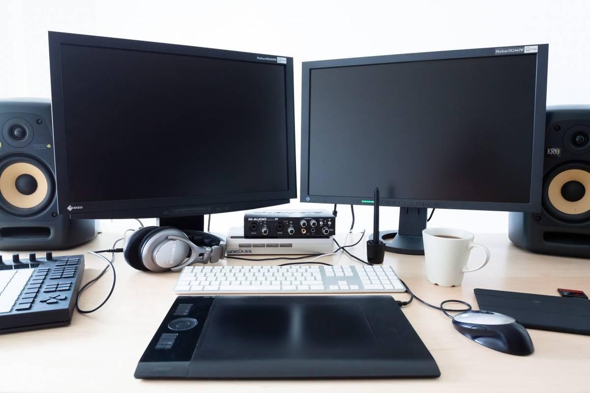computer_calculator_workplace_keyboard_monitors_mouse_company_home_office-945855.jpgd_.jpg