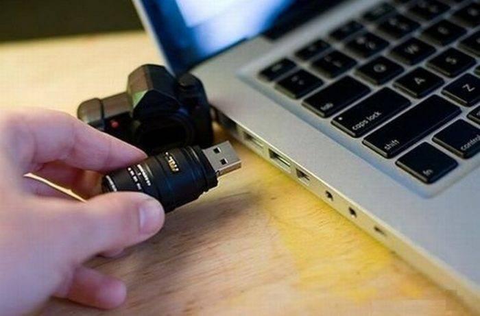 Zagruzochnyj-USB-nakopitel-podkljuchaem-k-USB-portu-noutbuka-e1530956264451.jpg